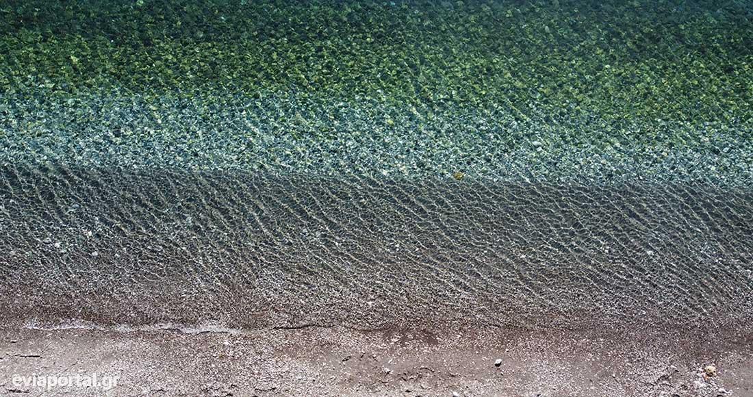 Αποχρώσεις του μπλε και του πράσινου στην Παραλία Δάφνης - Εύβοια