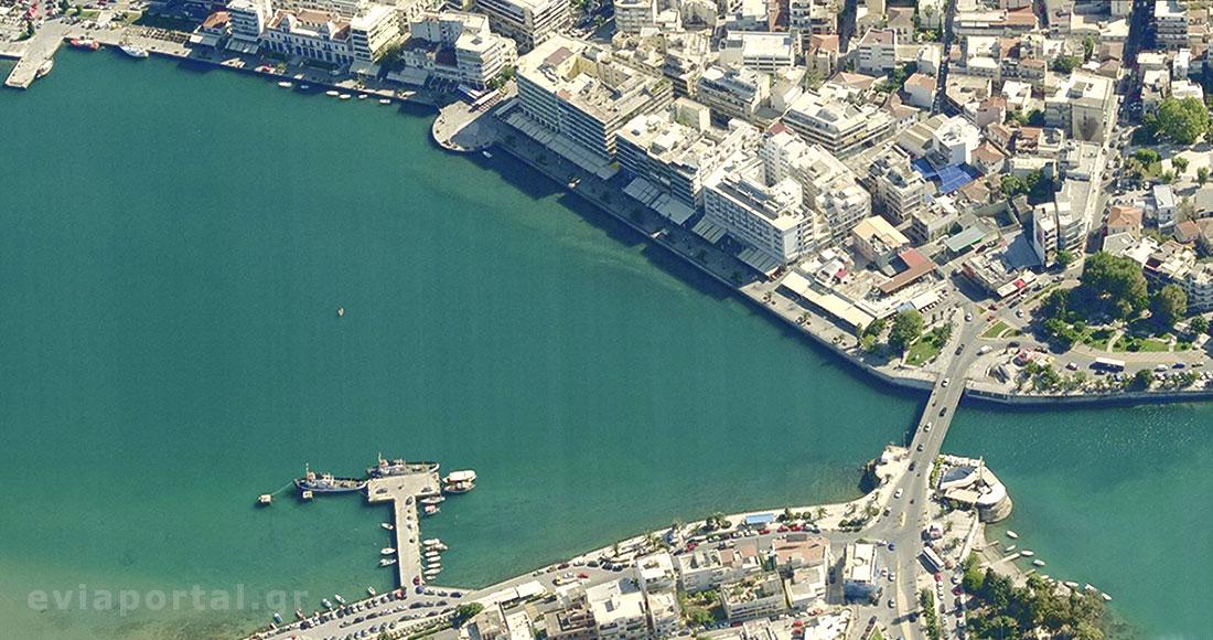 'Αποψη της παραλίας της Χαλκίδας με την γέφυρα του Ευρίπου