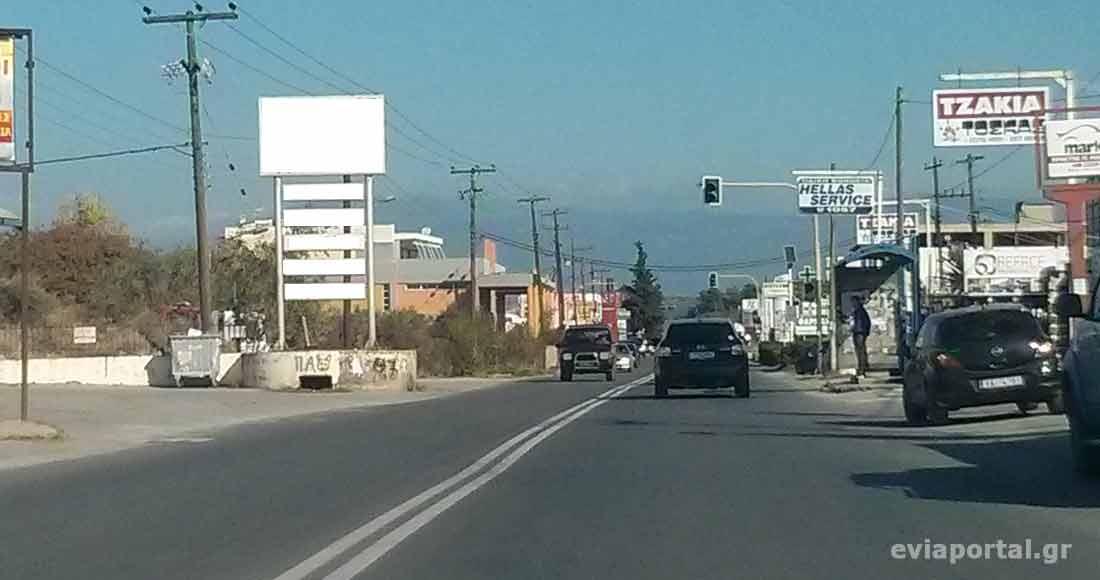 Το Ιταλικό Πυροβολείο στα αριστερά, στο δρόμο Χαλκίδας - Αρτάκης
