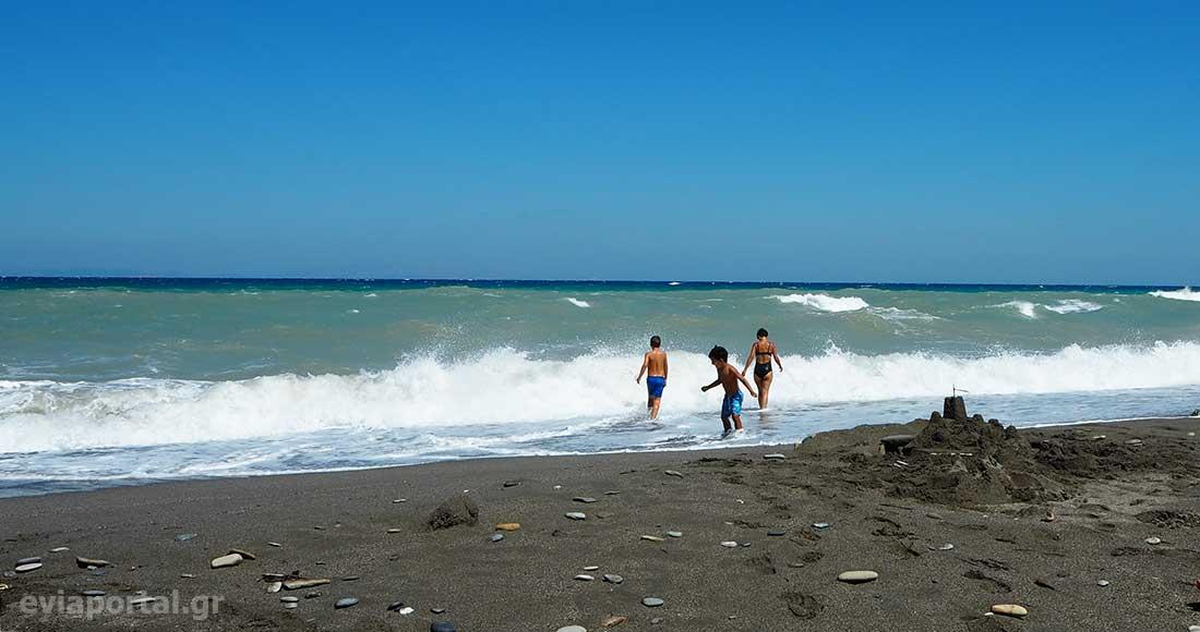 Εκτεθειμένη στους αέρηδες η παραλία Αγίου Γεωργίου Οξυλίθου Εύβοιας