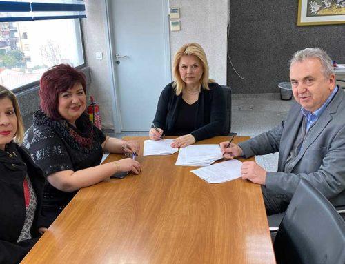"""Υπογραφή σύμβασης για το έργο """"Αποκατάσταση μανδρότοιχου περίφραξης του Κοιμητηρίου Αγ. Ιωάννη Χαλκίδας"""""""
