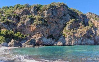 Η παραλία Μελλίσι στο Αχλάδι της Εύβοιας
