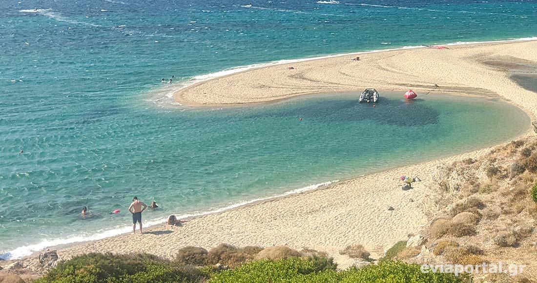 Μία γλώσσα άμμου δημιουργεί την παραλία της Μεγάλης Άμμου στο Μαρμάρι
