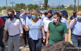 Ο πρωθυπουργός Κυριάκος Μητσοτάκης με τον περιφερειάρχη Φάνη Σπανό και την Δήμαρχο Χαλκιδέων Έλενα Βάκα
