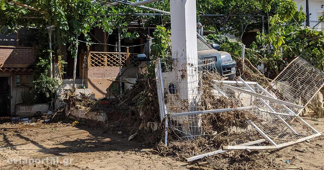 Καταστροφές σε σπίτια και οχήματα