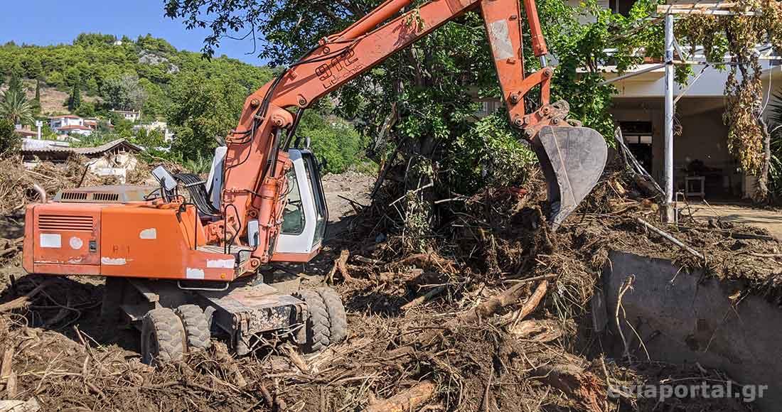 Μηχανήματα ιδιωτών, της περιφέρειας και του Δήμου συμμετέχουν στην αποκατάσταση των ζημιών