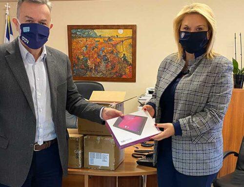 Δωρεά δήμου Χαλκιδέων 150 tablets στις Διευθύνσεις Πρωτοβάθμιας και Δευτεροβάθμιας Ευβοίας